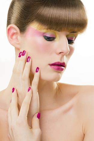 líčení glamour s jemnými barvami