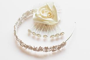 svatební líčení doplňky - korunka a růžě